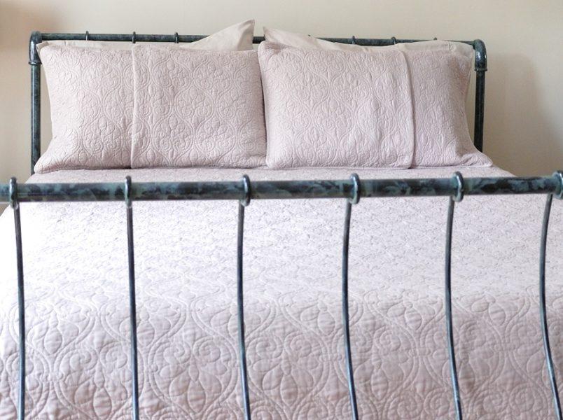Leenas-Bed-details